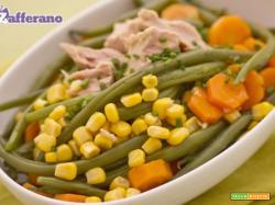 Insalata di fagiolini, carote, mais e tonno