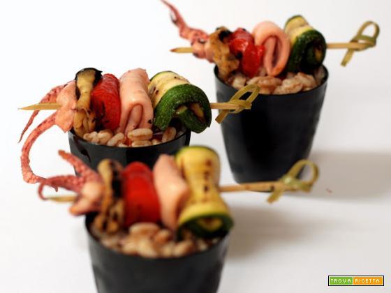 insalata di farro con verdure grigliate e totani al limone