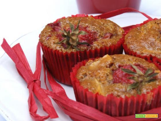 Tortine fragola e mela rossa profumate alla vaniglia e zucchero muscovado