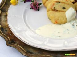 Polpettine di patate alla brace con salsa allo yogurt e timo selvatico