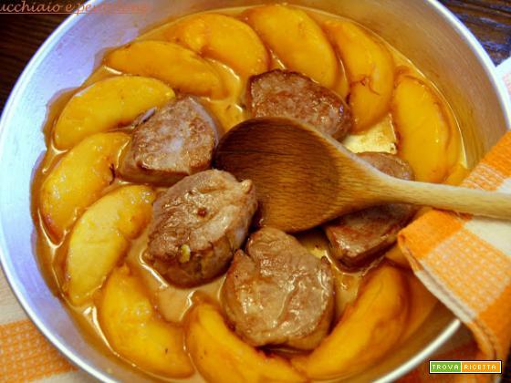 stinco alle verze e mele e filetto di maiale alle pesche e vinsanto, perchè a volte cozza è meglio che bella!