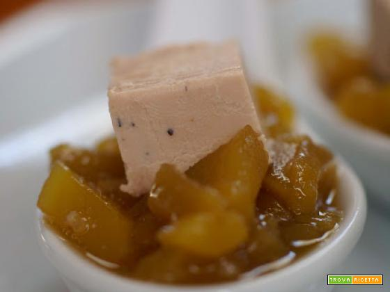 Cucchiaio aperitivo di chutney di mango speziato e foie gras...un' idea (st)tré chic