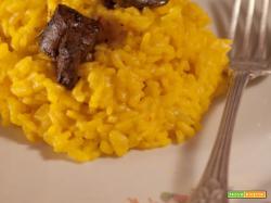 Risotto allo zafferano, con foie gras in riduzione di balsamico