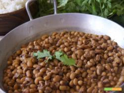 Curry vegetariano di fagioli con l'occhio