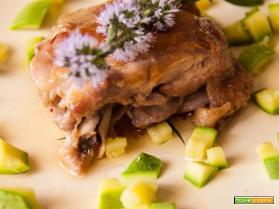 Pollo all'olio di argan e fiori di menta piperita con dadolata di zucchine