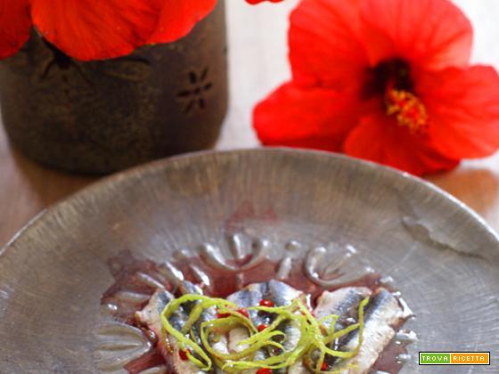 Acciughe marinate al lime e hibiscus
