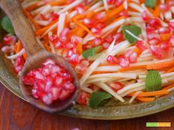 Insalata multicolore di rape, carote e melograno