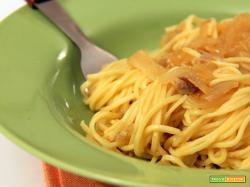 tagliolini freschi con sugo di cipolle
