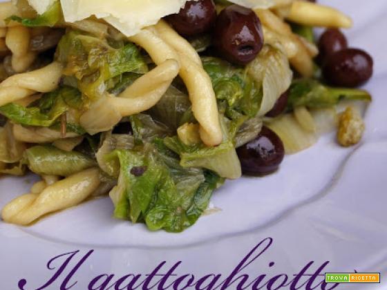 Strozzapreti con scarola, filetti di acciuga, olive taggiasche e pecorino romano