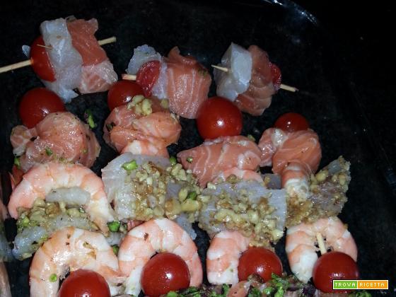 Spiedini di mare con panatura di pistacchi e noci