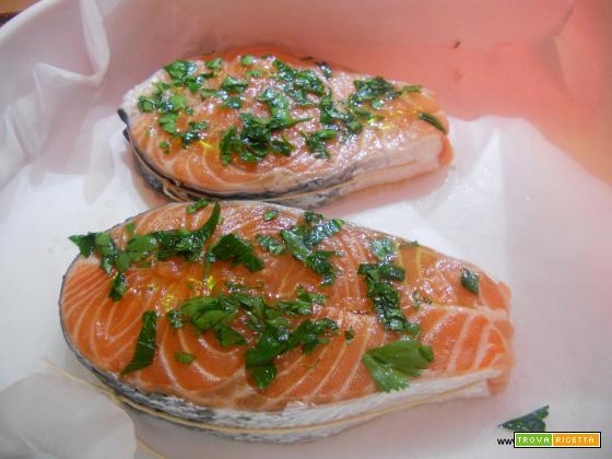 Medaglioni di salmone al forno in crosta di patate