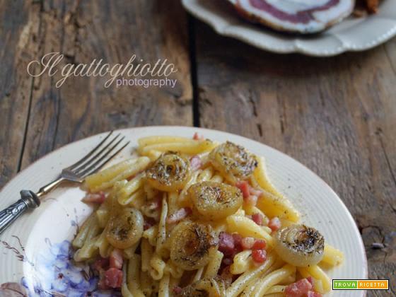 Caserecce pepate con pancetta coppata e cipolline confit