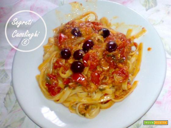 fettucce con salsa tonno olive e capperi