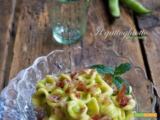 Orecchiette con pesto di fave e pancetta al pepe
