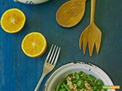 Insalata di grano, fave, piselli e fagiolini con orangette al coriandolo