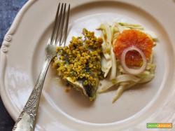 Sarde con crumble di mandorle alla curcuma e insalata di finocchio e arance