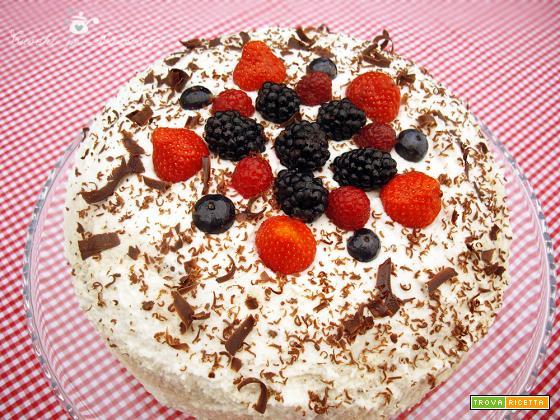 Torta doppio Cioccolato con Panna e Frutti di bosco