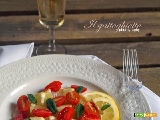 Carpaccio di orata, limone, menta e pomodorini datterini