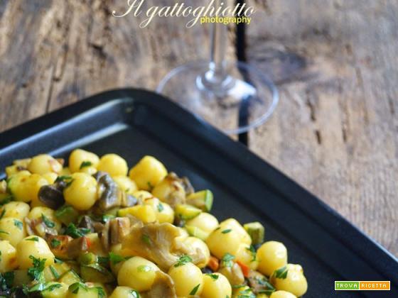 Gnocchetti con funghi, zucchini e curry
