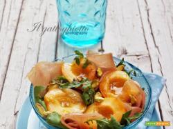 Insalata con albicocche, lonzino e pistacchi