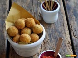 Boule di patate e tonno con salsa al pomodoro