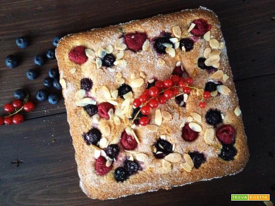 Torta all'olio di oliva e frutti di bosco