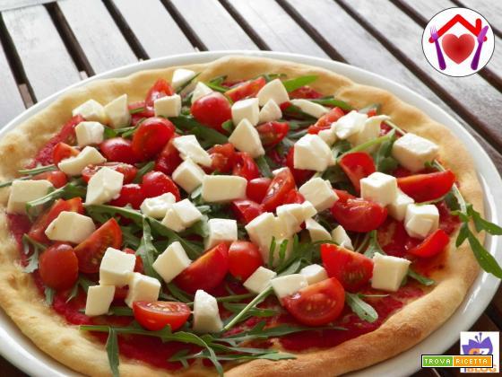 Pizza pomodorini e rucola
