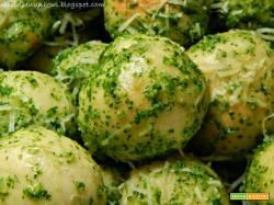 Palline di pan d'aglio ripiene