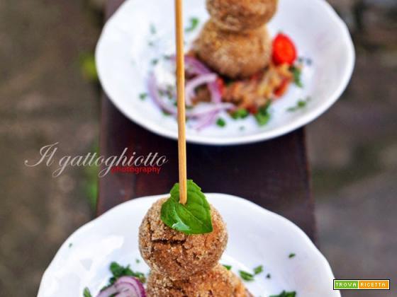 Polpettine di fagioli con sughetto speziato di tonno