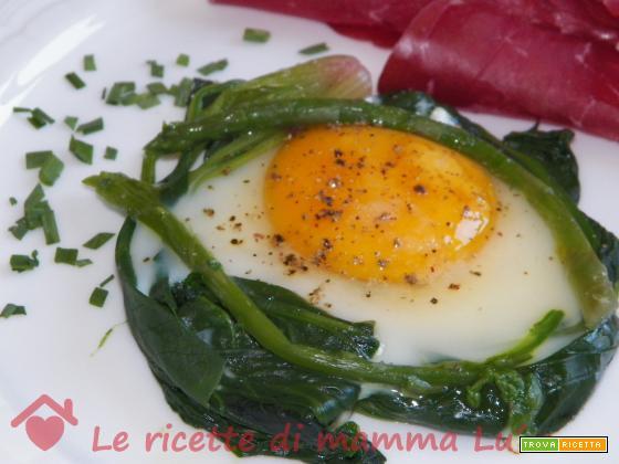 Nidi di spinaci e asparagi con uova