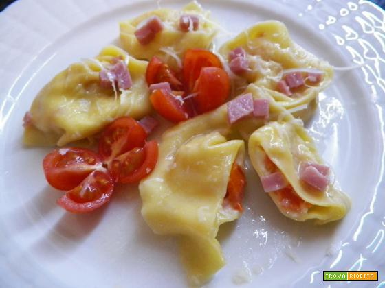 Pasta ripiena mozzarella e pomodoro