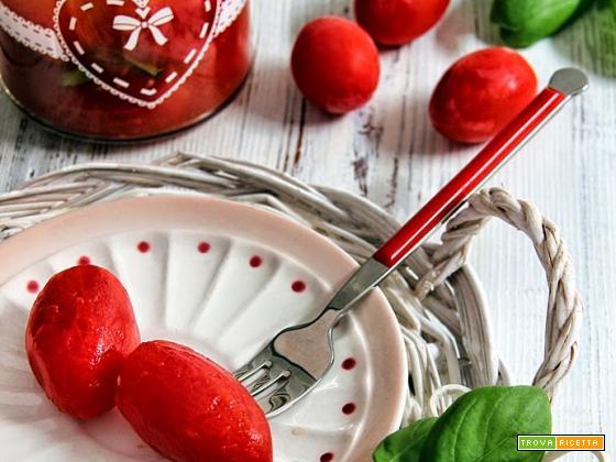 conserva di pomodori datterini pelati