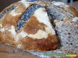 Pane casalingo con semi di papavero e lino