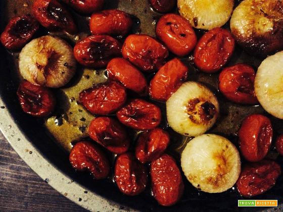 Pomodorini e cipolline caramellate al forno