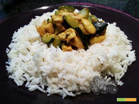 Riso basmati con pollo e zucchine al curry
