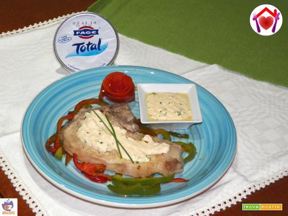 Braciole di maiale con yogurt greco e peperoni