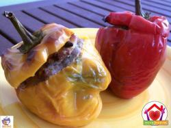 Peperoni ripieni di salsicce