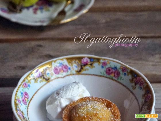 Tortine calde di mele e latte di mandorle
