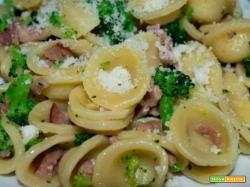Orecchiette broccoli, pancetta e mandorle