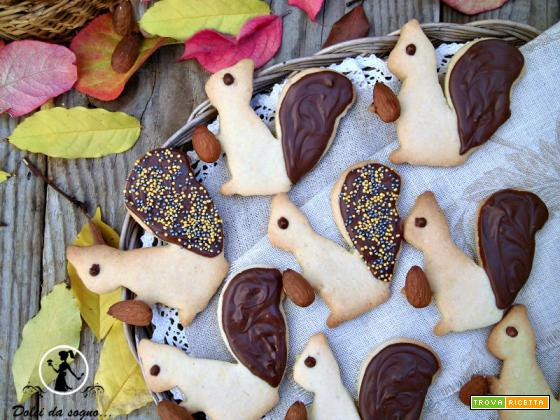 Biscotti scoiattolo con frolla alle mandorle