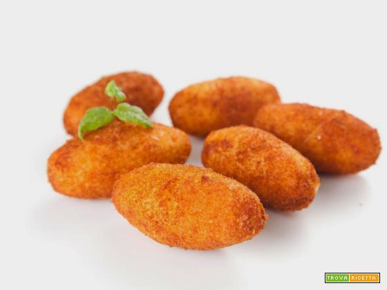 Preparare buonissime crocchette di patate. Ti piacciono più fritte o più al forno?