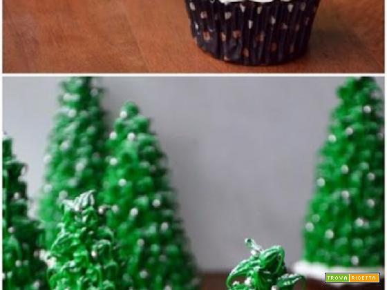 Albero natalizio con base di cupcake al cacao
