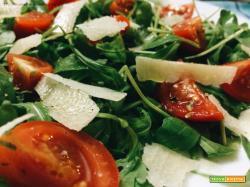 Insalata di rucola, pomodorini e parmigiano