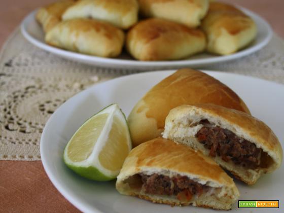 Panini farciti di carne (Esfiha fechada)