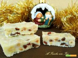 Torrone morbido di Cioccolato Bianco con Nocciole ed Uvetta