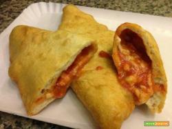 Panzerotti mozzarella e pomodoro. La ricetta tradizionale pugliese