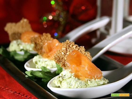 Mousse al pesto di rucola con salmone e cialde di amaranto
