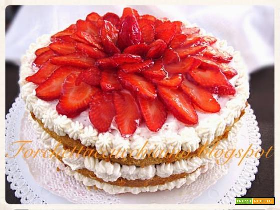 Torta Chiffon cake fragole e panna