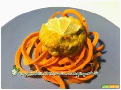 Ricetta crudista: spaghetti di carote con crema vellutata