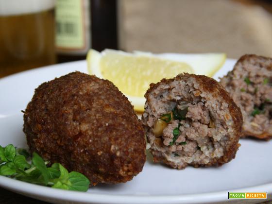 """Crocchetta di carne e """"burghul"""" (Quibe frito)"""